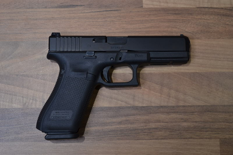 //www.privatir.ch/wp-content/uploads/2018/10/Glock-17-Gen-5-Cal-9mm.jpg