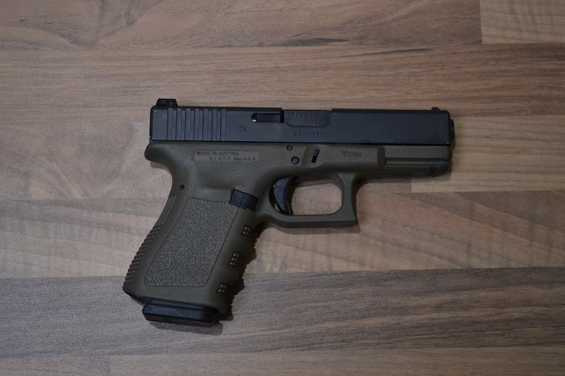 //www.privatir.ch/wp-content/uploads/2018/10/Glock-19-Gen-3-Cal-9mm.jpg